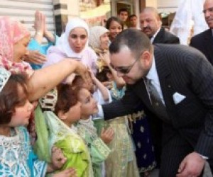 Moslima weigert hand koning Mohammed VI (video)